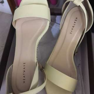 Heatwave Shoes (please refer to size indicated on box)