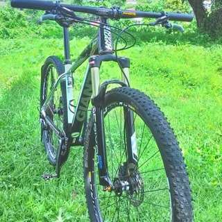 Giant Xtc 29er Mountain Bike.