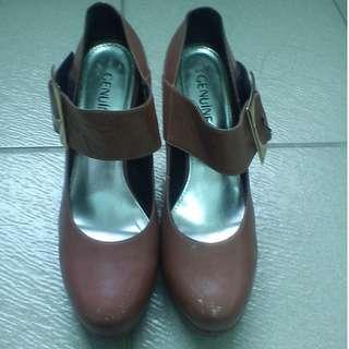 🚚 GENUINE 粉色真皮高跟鞋