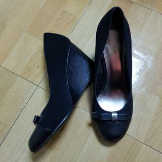 Orig IMPO black wedge shoes
