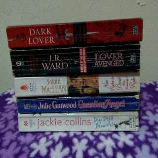 Assorted books for Php200
