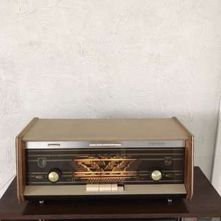 "Vintage ""Phillips"" Radio"
