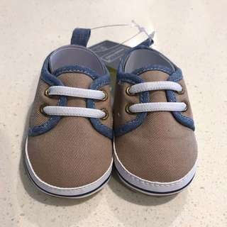 Brand New Primark Essentials Baby Pram Shoes in Oatmeal Canvas size 3-6months (Like Mothercare) Good Baby shower gift!