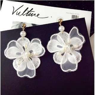 特價出清💮韓版現貨白色蕾絲珍珠花朵耳環