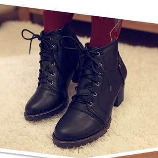 SU日系美鞋 黑色綁帶粗跟短靴 S7030