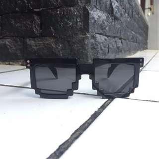 Kacamata Pixel 8 Bit