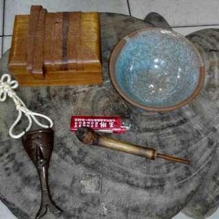 每一件1000元 1.篆刻印牀 2.冰裂碗 3.烏龜印章 4.原住民煙斗 5.Nagaland 銅器