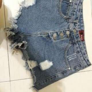Ripped highwaist shorts