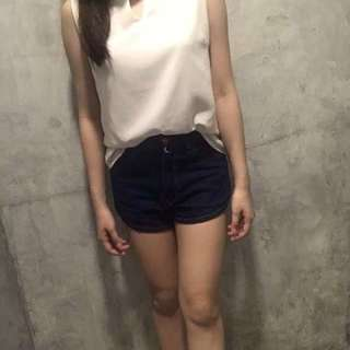 白色无袖雪纺上衣 White sleeveless chiffon blouse