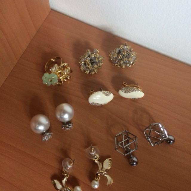 5 earrings 1 ring