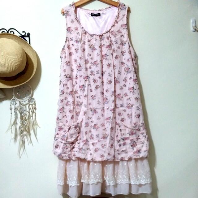 品牌蕾絲花苞洋裝