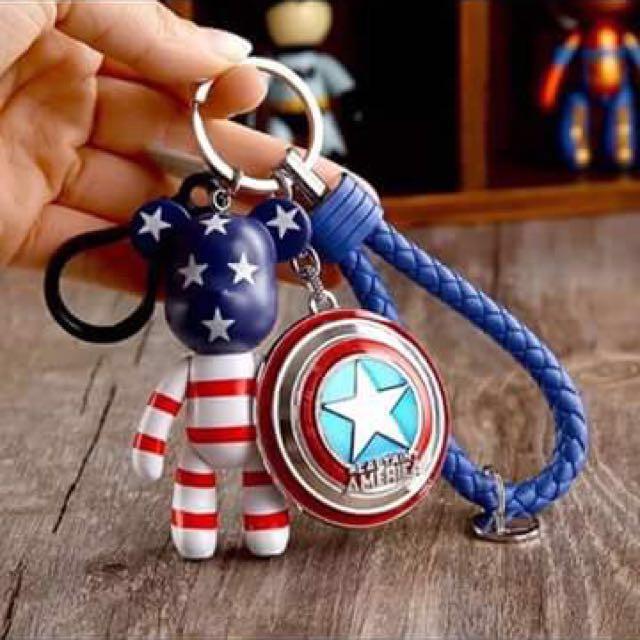 藍星條紋熊+美國隊長盾+藍皮繩鑰匙圈#幫你省運費