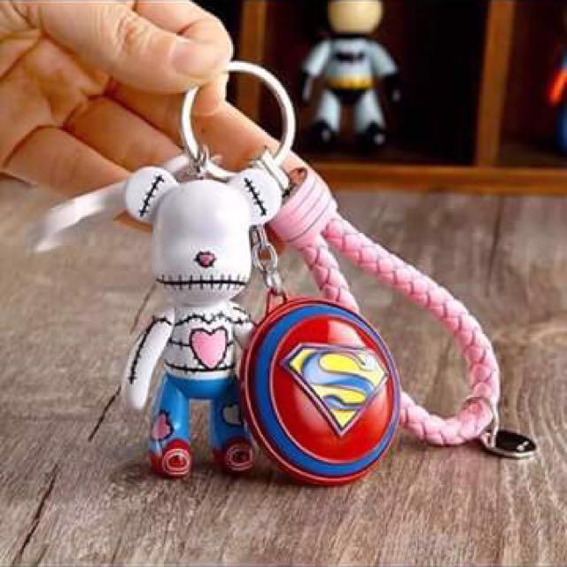 愛心紅鞋熊+超人盾+粉紅皮繩鑰匙圈#幫你省運費