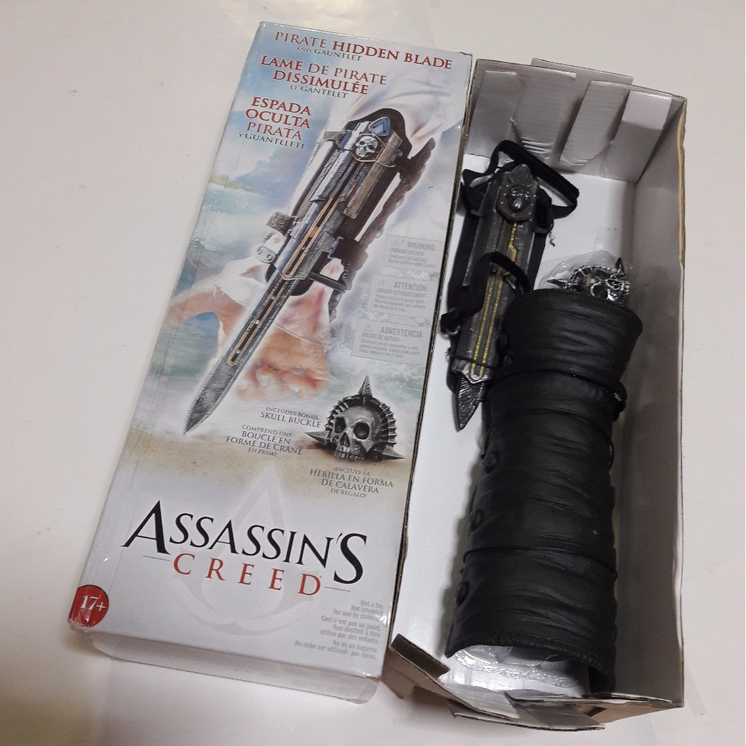 🆒 Assassin's Creed IV: Black Flag Hidden Blade & Gauntlet with Skull Buckle