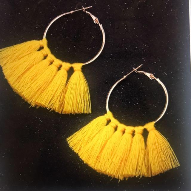 Circle tassel hoop earrings