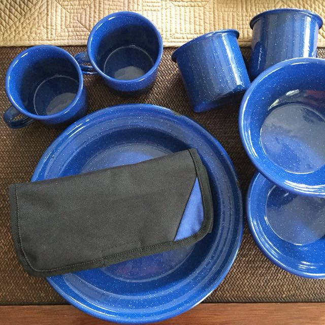 Coleman 24pc Enamel picnic set