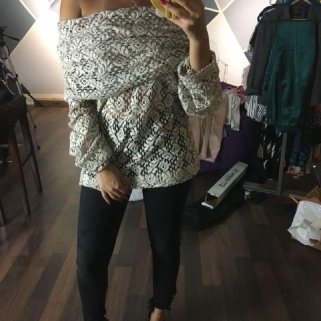 DAL off shoulder knit