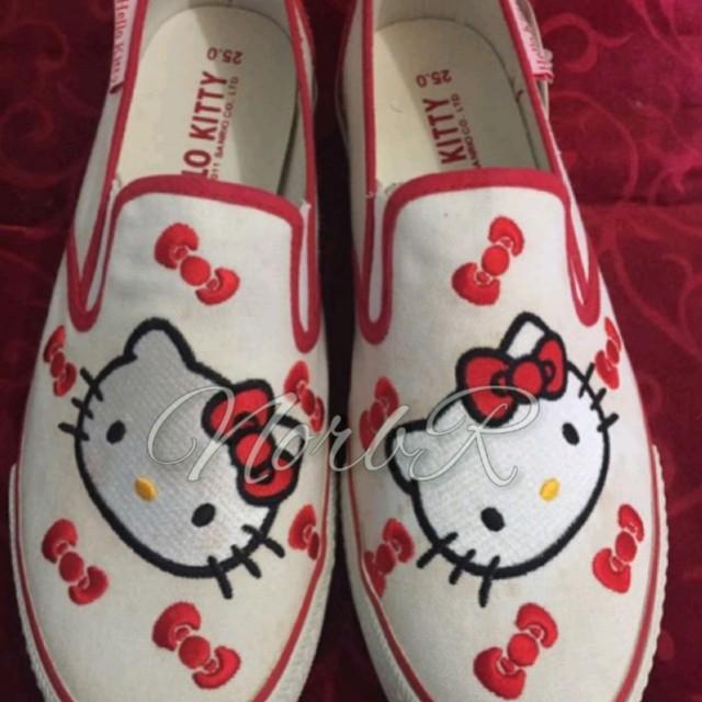 Hello Kitty slip on shoes (brandnew)