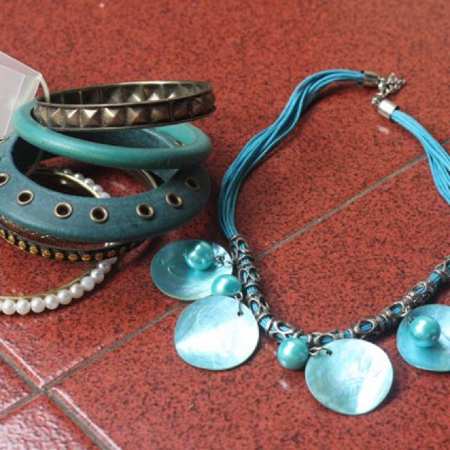 Kalung bali set in blue