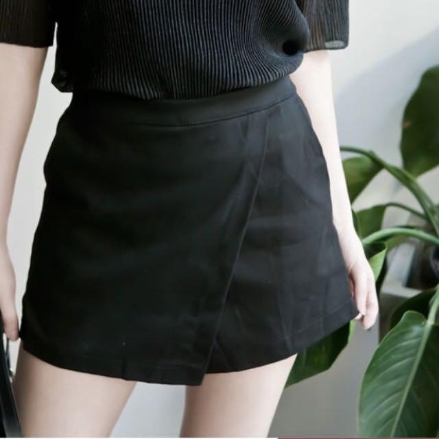 LULUS購入-後鬆緊前交叉短褲裙-黑