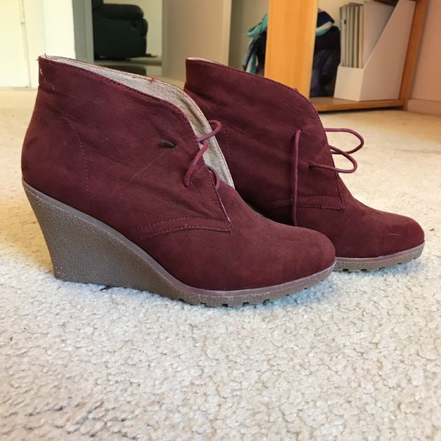 Maroon boots - excellent condition