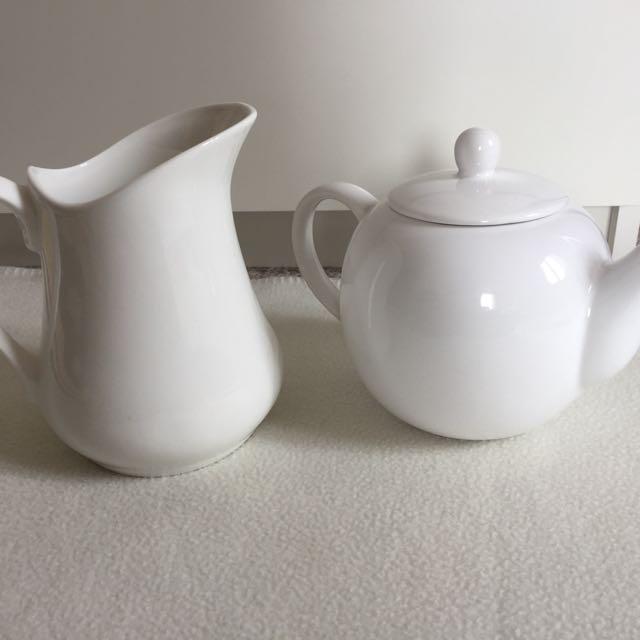 Porcelain/Stoneware Teapot and Jug