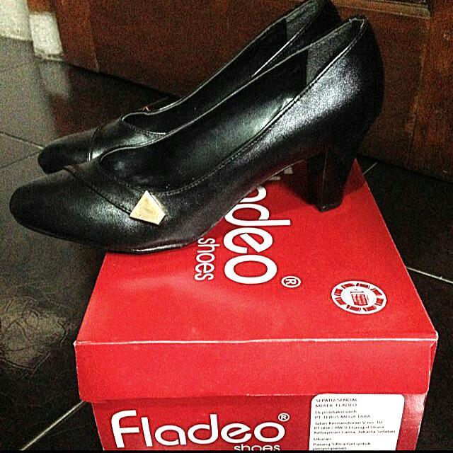Sepatu Pantofel Fladeo (Black)