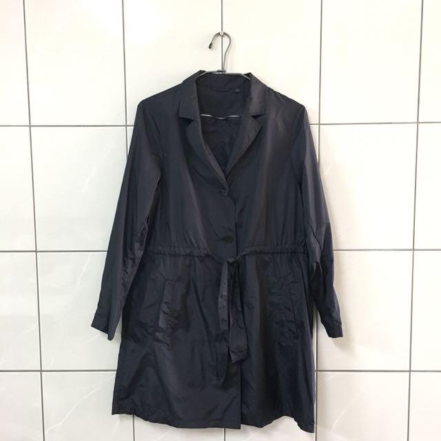 Uniqlo 黑色風衣