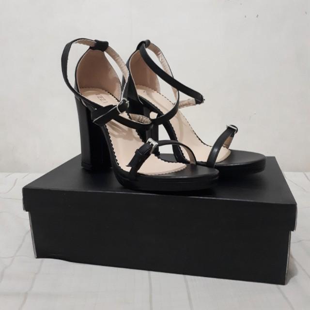 VELVET Black heels size 7/7.5
