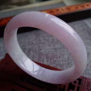 2722圈口59.5*13.8*7.5mm特惠。冰糯種紫羅蘭寬邊手鐲。存在石紋沒有刮感