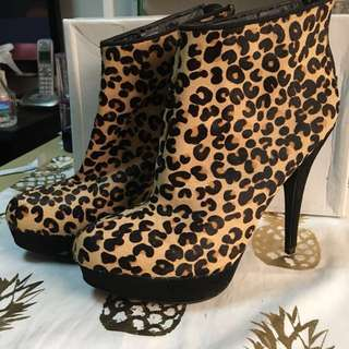 Authentic Aldo leopard print ankle boots