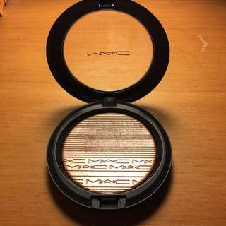 MAC Superb Extra Dimension Skinfinish Highlight