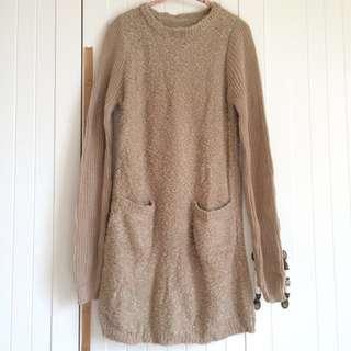 🚚 日系米咖色毛毛質料針織袖子拼接口袋長版長袖上衣洋裝