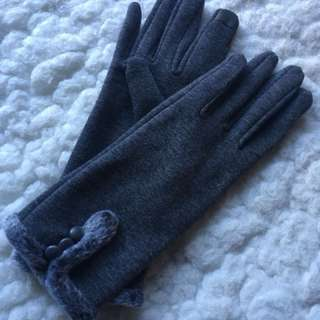 Grey Gloves (with texting fingers)