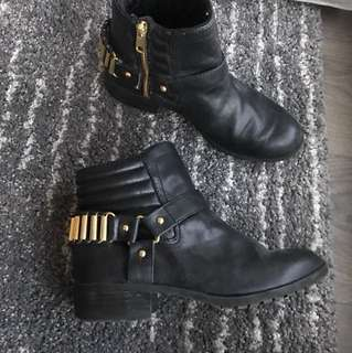 h&m ankle boots with gold detail