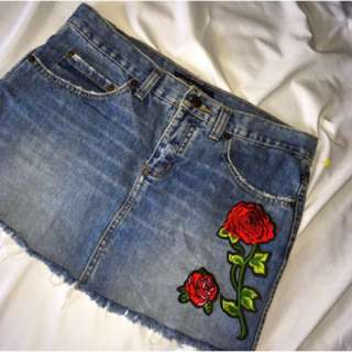 Denim skirt size:S with/without rose patches