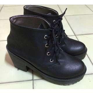 🚚 台灣製輕量厚底黑短靴 35號(22.5)