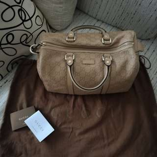 AUTHENTIC Gucci Leather Carry
