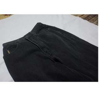 Celana Jeans Hitam (Merk Armani Jeans)