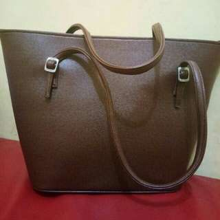 Preloved brown leathere tote bag