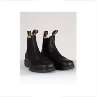 Brand new in the box Black Blundstone men's and woman's sizes retail $219 plus tax, black color , authentic