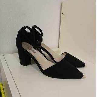 Pointed high heels with ankle straps *27CM