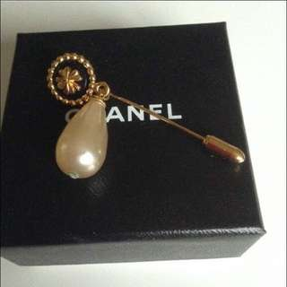Chanel Clover Brooch with Pearl