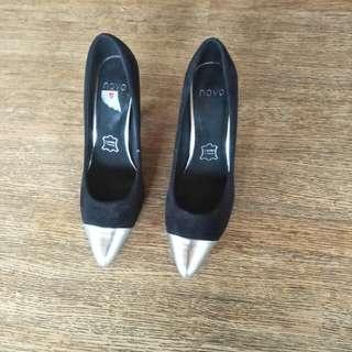 Novo heels size 36