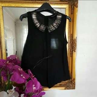Detail neckline top