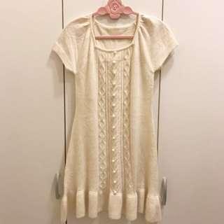 🚚 超柔軟白色短袖毛衣洋裝