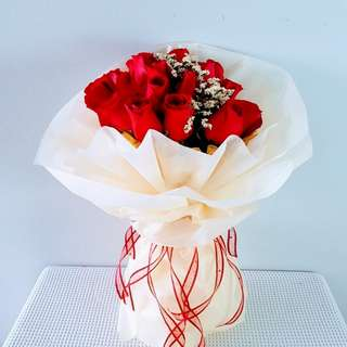 #004 Rose Bouquet with Baby's Breath