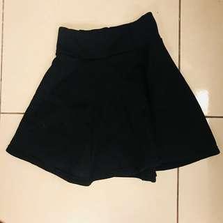 黑色短裙(內鋪棉)