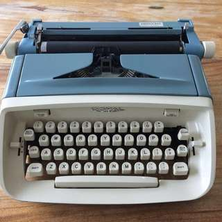 Vintage 1967 Royal Aristocrat Script Typewriter