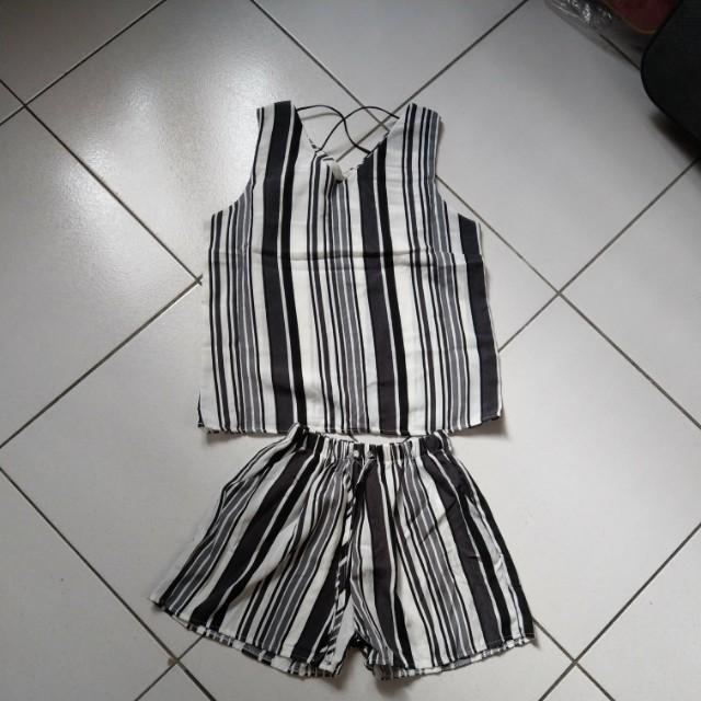 原價$390 全新 夏日黑白條紋無袖套裝